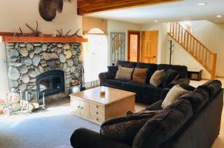Spacious Tahoe Donner Home with amenities!