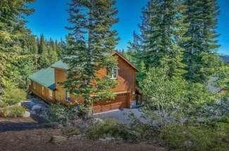 Beautiful & Authentic Mountain Cabin